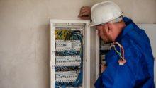 Elektryk na liście 24 najbardziej pożądanych zawodów. Zdobądź uprawnienia elektryczne